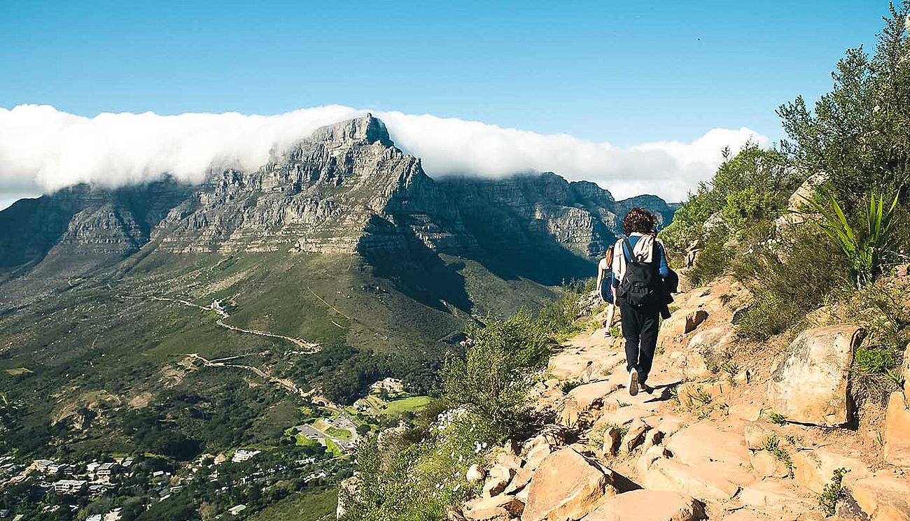 Wanderer am Lion's Head in Südafrika